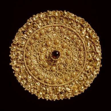 etruskische-broche-met-robijn