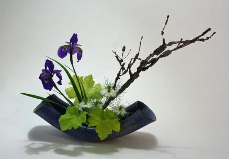 Moribana-with-iris-nigella-heuchera-and-euonymous-1024x713 ikeban,a