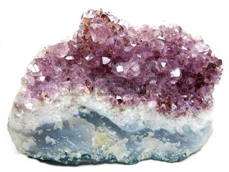 16448188-amethist-kwarts-semigem-geode-kristallen-geafa-soleerd-geologisch-mineraal